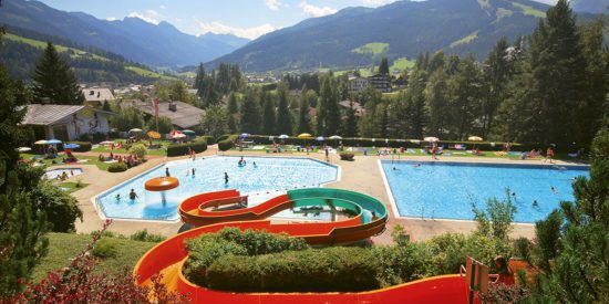 Hotel Taxerhof - Ausflugsziele - Alpenschwimmbad Radstadt
