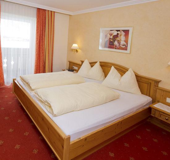 Hotel Taxerhof - Zimmer Bergwelt